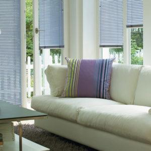 Белые алюминиевые горизонтальные жалюзи с лентой 25 мм