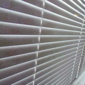 Алюминиевые горизонтальные жалюзи (Перфорация) с лентой 25 мм
