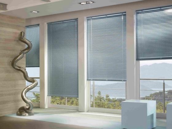 Цветные (металлик) алюминиевые горизонтальные жалюзи с лентой 25 мм