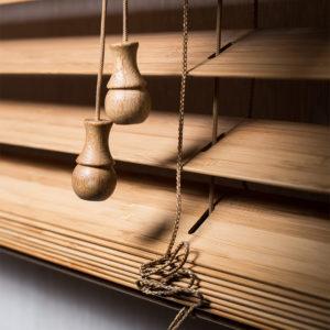Стильные деревянные жалюзи в кабинет